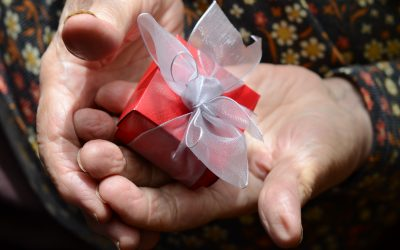 Christmas Gift Ideas for Someone with Alzheimer's or Dementia